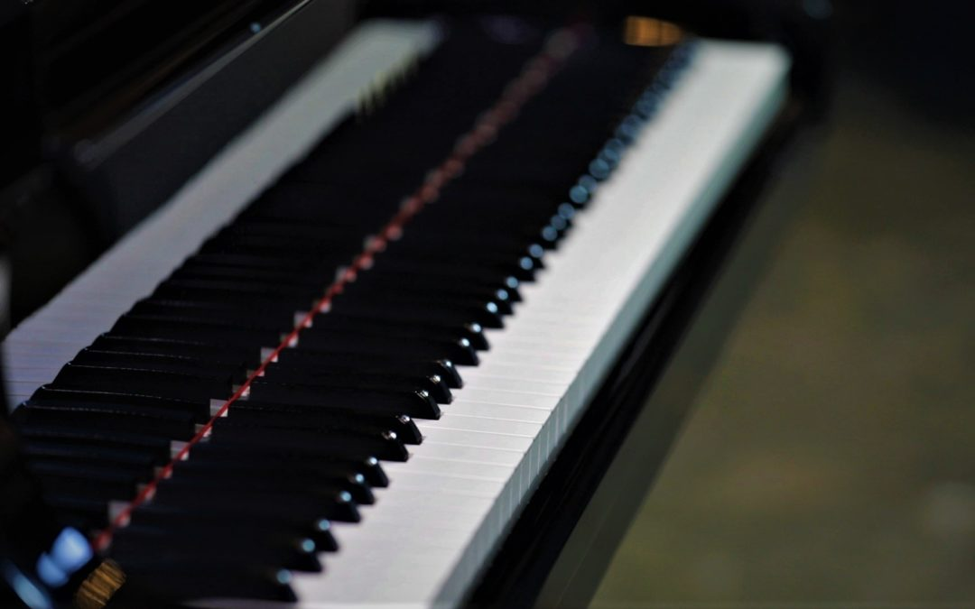 Avoiding a common practice on the piano by beginners